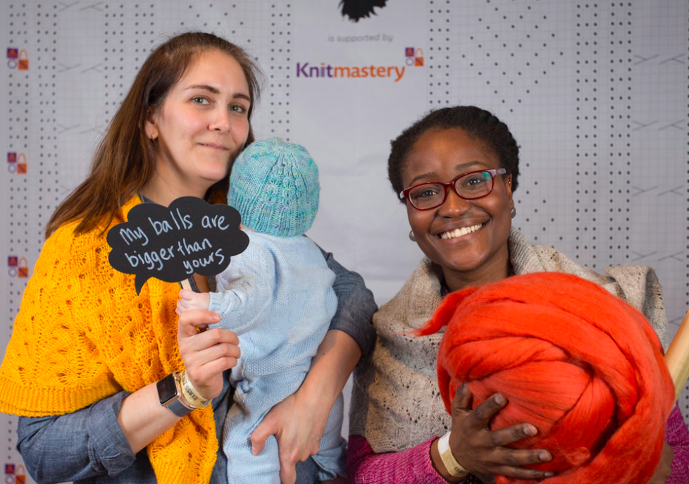 Even and Squeaky at EFY2017 Knitmastery Photobooth | Evinok.com