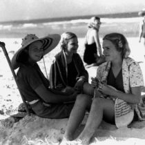 Joan Suchting, Janette Wilson and Elspeth Wilson on the beach at Burleigh Heads, 1938 | State Library of Queensland | EvinOK.com