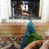 Knitting by the hearth in Normandy | EvinOK