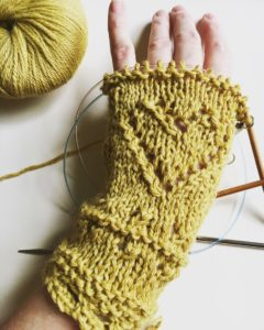 City Stitchette - I Heart Eyelet Mitts