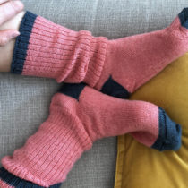 Knitting Afterthought Heel and Contrasting Heel Socks | EvinOK