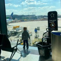 Packing for a long flight with a toddler | EvinOK