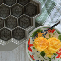 Lemon Cake in the Nordic Honeycomb Pullapart Baking Pan | EvinOK