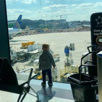Surviving a Long-Haul Flight with Happy Kids | EvinOK