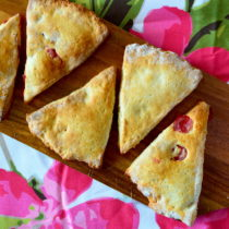 Cherry Scones | EvinOK