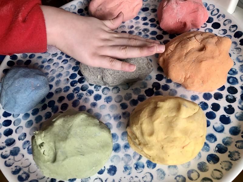 Making Homemade Play Dough   EvinOK.com