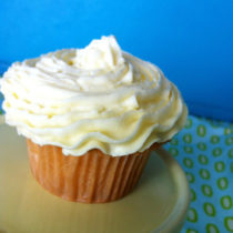 Easy Simple Vanilla Cupcake with Buttercream Frosting | EvinOK